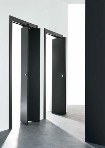 Le porte a libro, una soluzione per ridurre lo spazio d'ingombro dell'anta aperta.