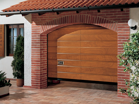 Scegliere la porta per il garage basculante o non basculante for Porta basculante per cani grandi con microchip