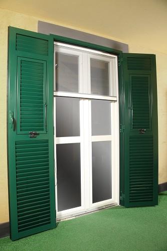 Sistemi di chiusura ed oscuranti per gli infissi for Disegno finestra con persiane