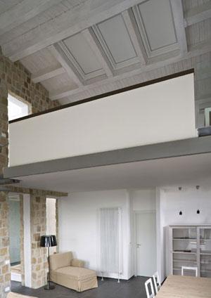 Tende oscuranti biance a soffitto con apertura elettrica