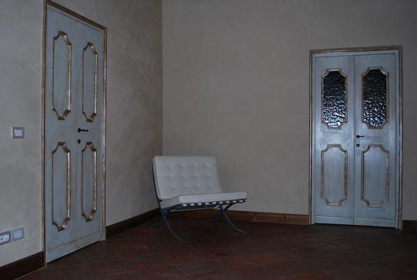 Porte d'antiquariato con profilo in oro