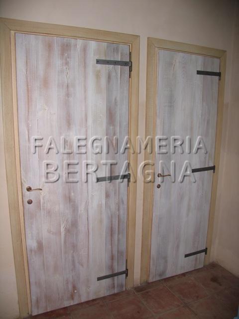 Porte country in legno naturale
